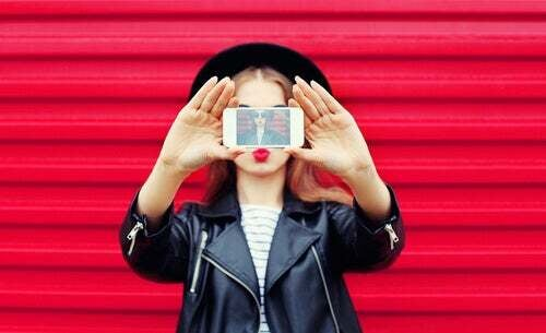 Narcisismo digitale: la ricerca incessante del sé