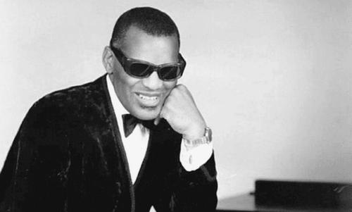 Ray Charles in bianco e nero.
